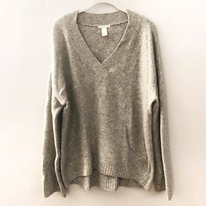 H&M Grey Fuzzy V-neck Hi-Lo Sweater | S